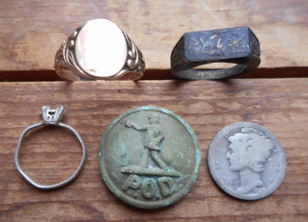 Rings and more found in FR Park